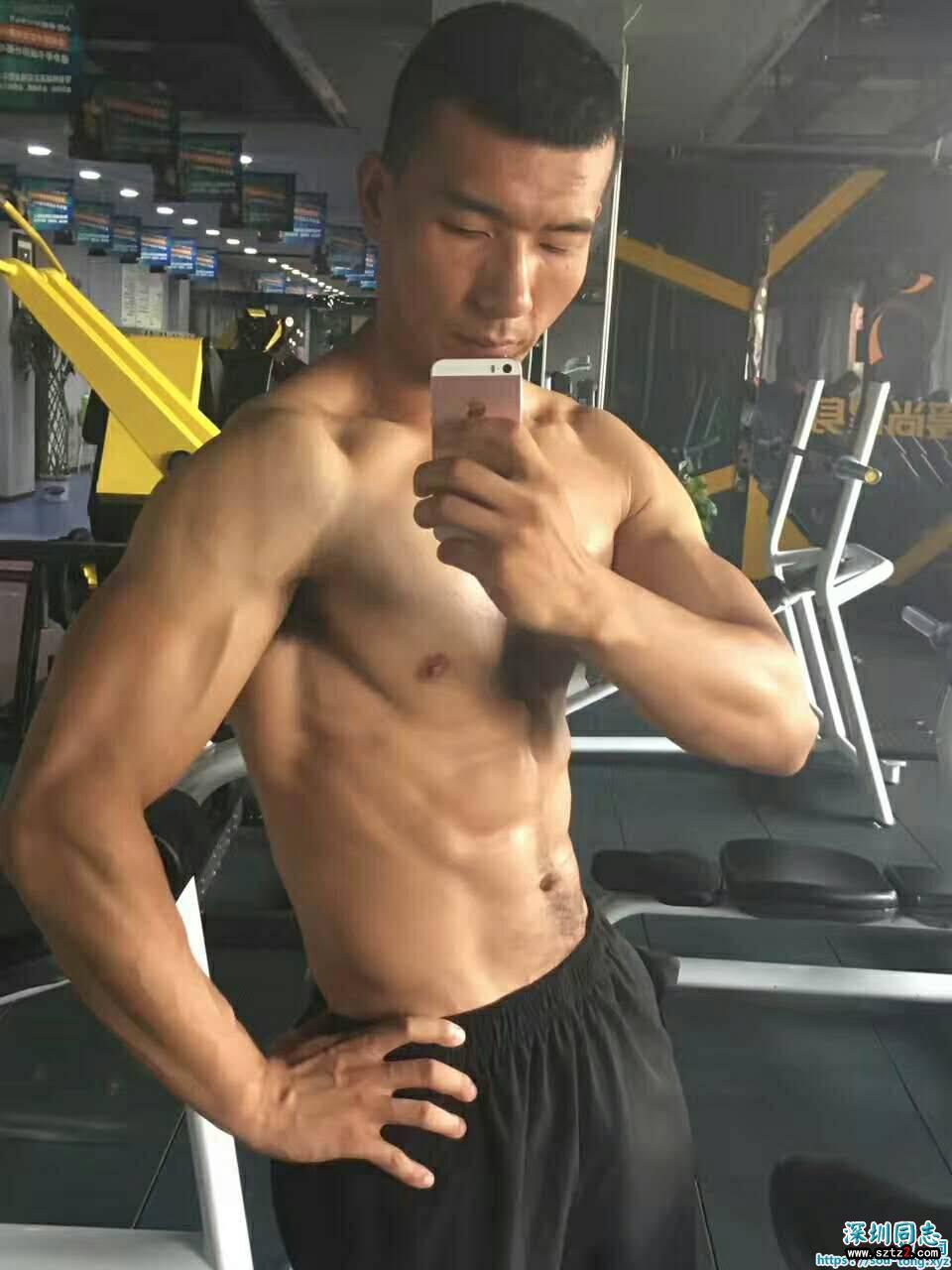 肌肉直男,长得一般般,但是肌肉不错的