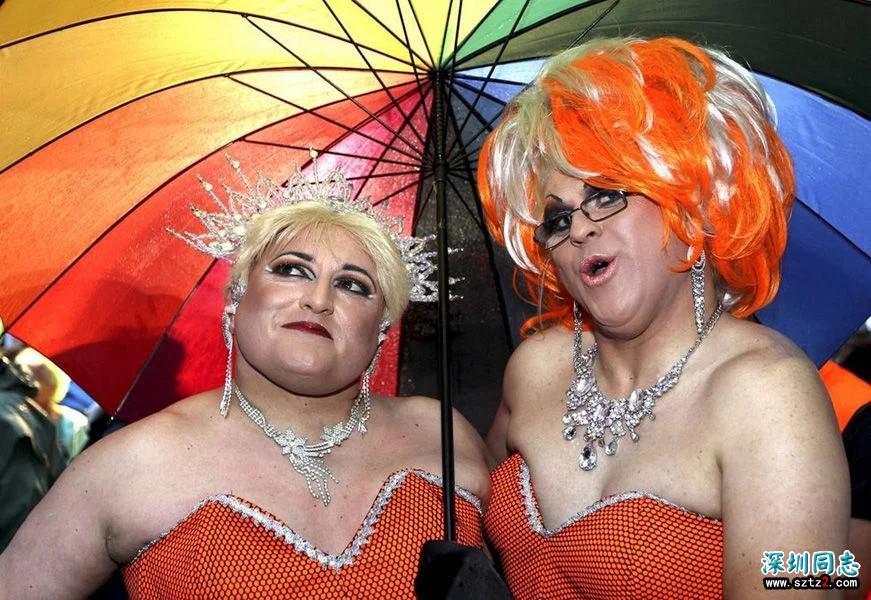 悉尼曾为同性恋举办盛大游行,场面十分壮观,一年一次