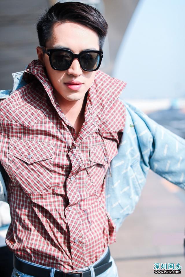 《上瘾》男主角许魏洲帅气的脸庞,挺拔的身姿,霸气侧漏