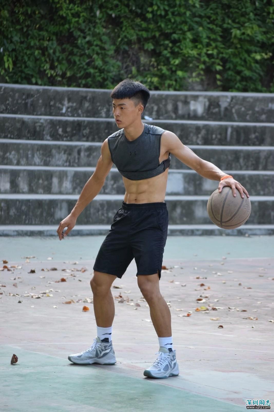 超帅篮球体育生,肌肉分明,颜值乖巧秀气