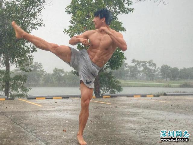 小伙健硕身材,硬拉210公斤杠铃,完美身材却依然单身!