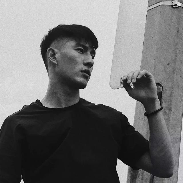 名校毕业的新加坡男模,完美侧脸让人小鹿乱撞!