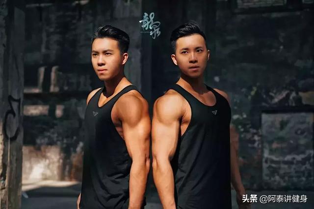 早产儿双胞胎,从瘦竹竿到6块腹肌大胸器