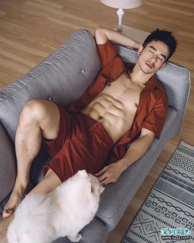 """偶像明星写真:台湾""""天菜""""纪言恺的《纪律》"""