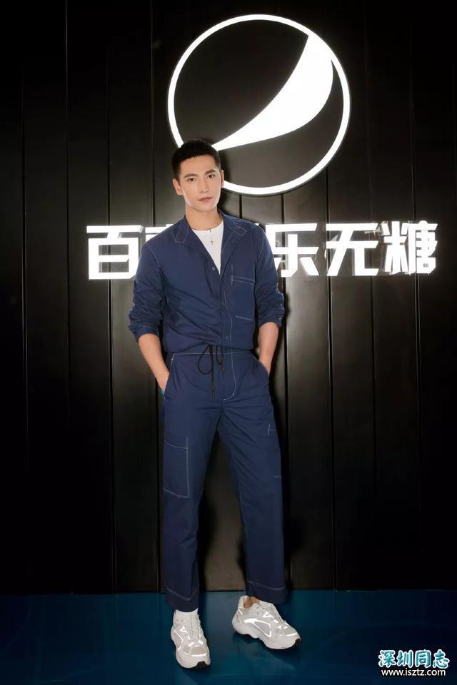 杨洋最新垃圾分类时尚LOOK,阳刚帅气,夏日可以一试