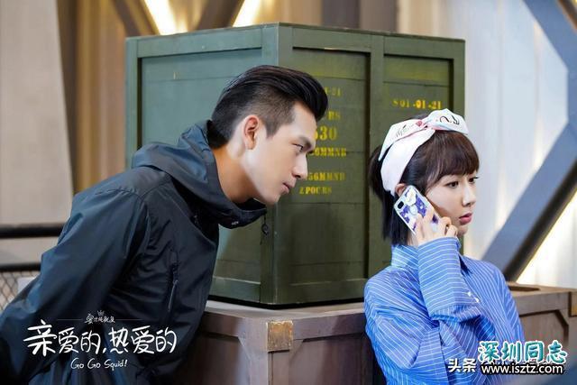 李现录制《非常静距离》,大背头换斜刘海,露额头帅气十足