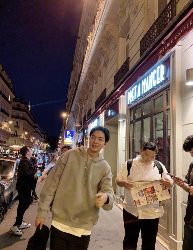李敏镐强势回归,西装革履更爱私下的街头随性,颜值已回高峰